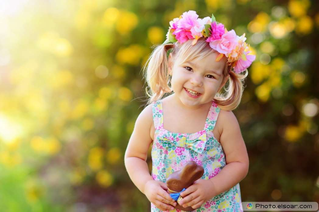 Smiling-little-girl-with-chocolate-bunny