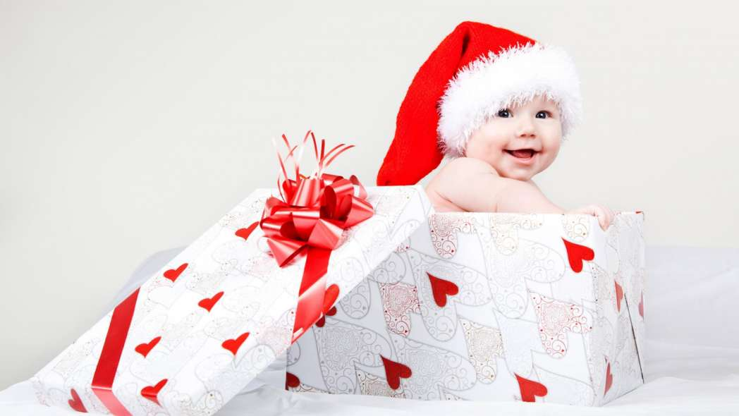 cute-smile-face-baby-in-gift-box-full-hd-pics